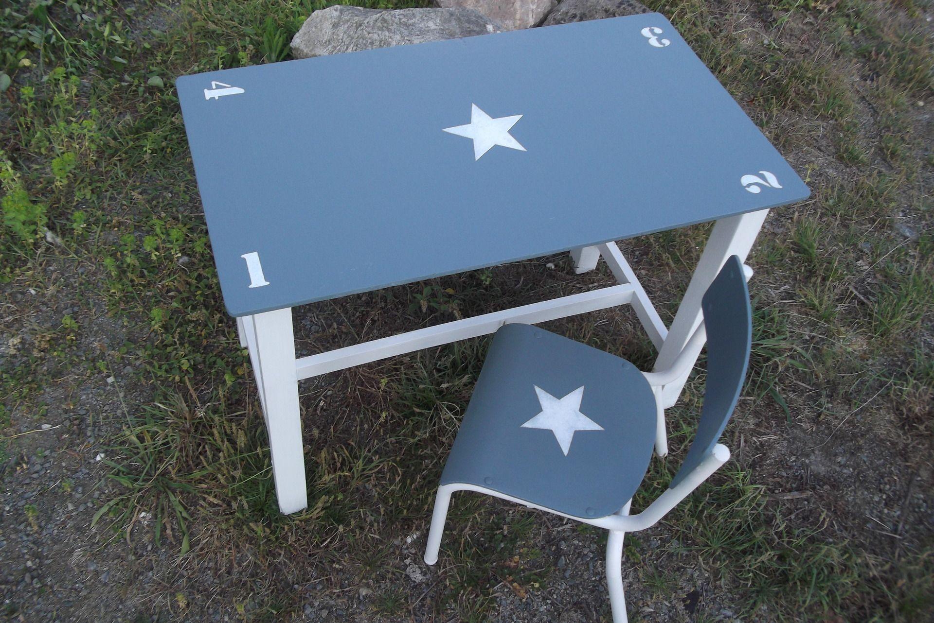 Ensemble ancien table d enfant en bois et chaise d ecole patine