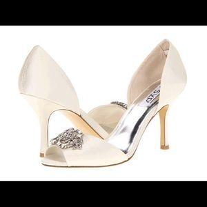 9e1f51730 RSVP Jute ivory satin Rhinestone Embellished Heels. Price   20 Size  8 Wide