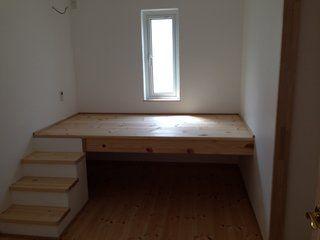 主寝室をベッドなしで画像のような小上がりにしたい ベッドルームのアイデア 大人用ロフトベッド インテリア 収納