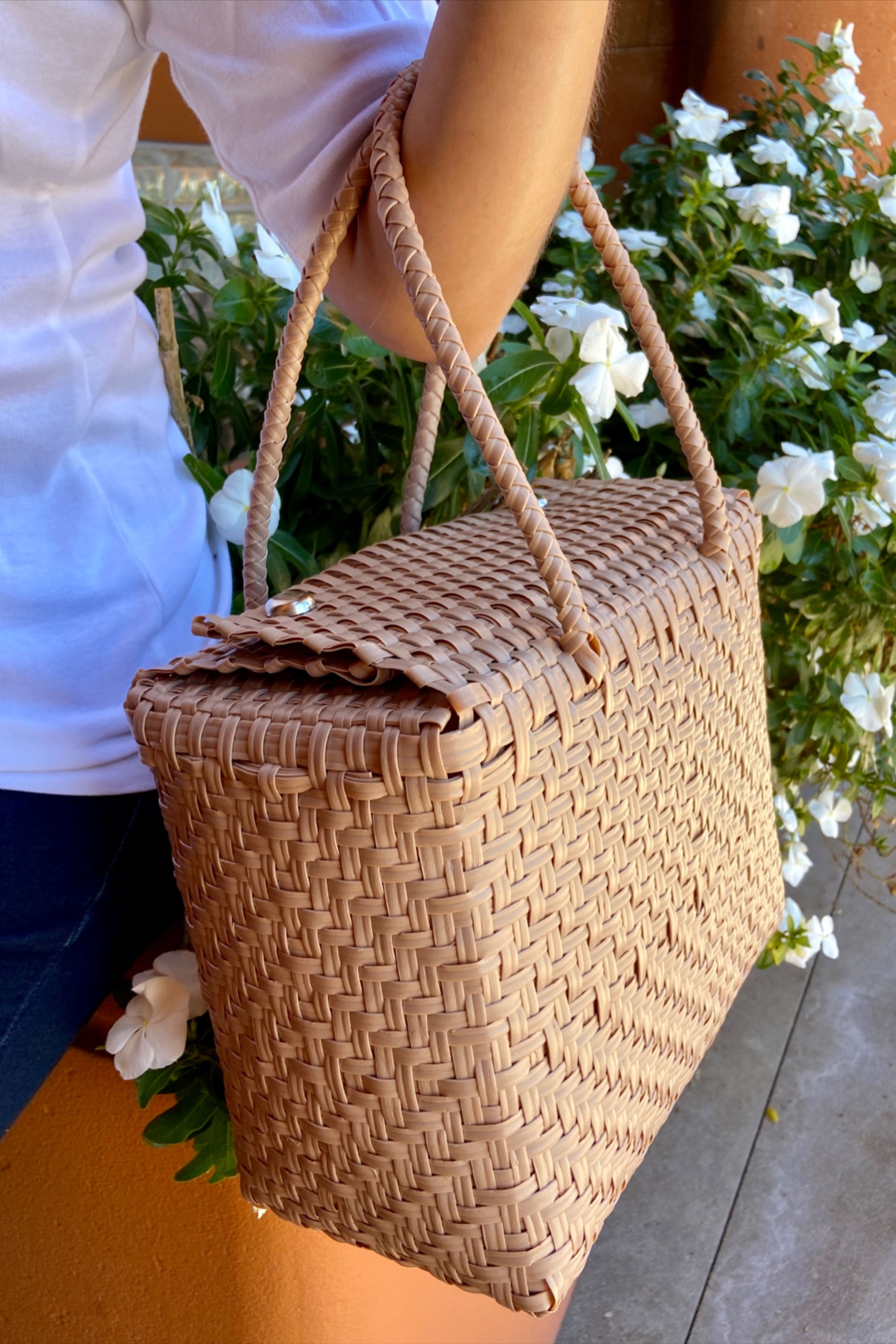 100% handmade by Guatemalan artisans - this is the cutest bag perfect for literally any occassion. It is washable, super flexible, light, and stylish! #sustainablefashion #ecofriendly #casualhandbags #cutepurse #stylishbag #etsy #oneofakind