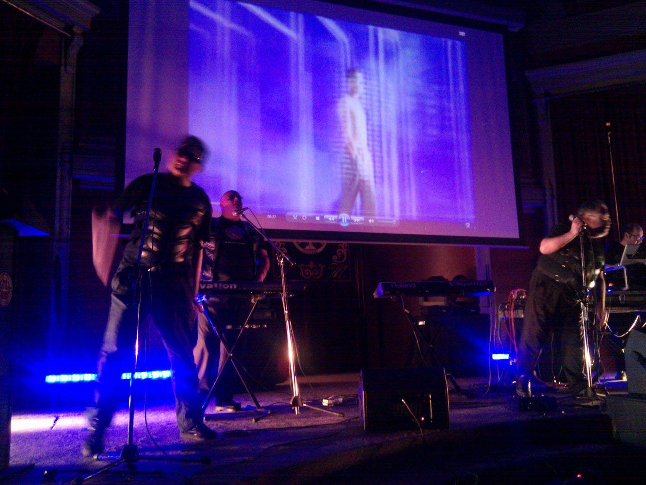"""En el concierto de Aviador Dro de la presentación oficial del proyecto """"La Voz de la Ciencia"""", en el Ateneo, el 23 de marzo de 2012 - Madrid"""