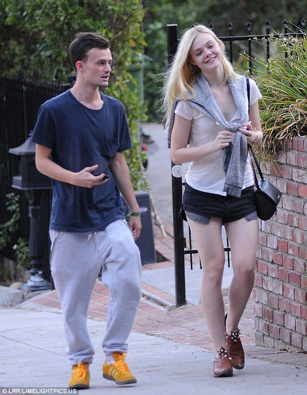 6eee46732bec Young love  Elle Fanning and boyfriend Dylan Beck enjoyed a leisurely  stroll through Griffith Park in Los Feliz