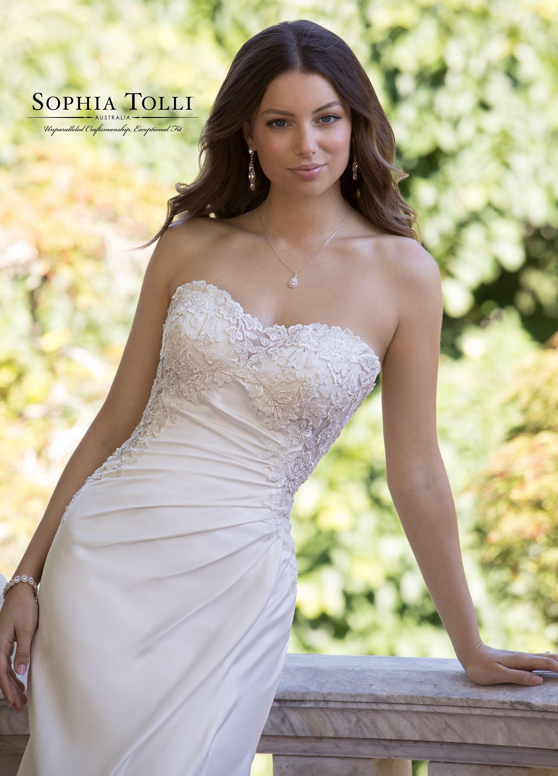 18++ Strapless sweetheart crepe wedding dress information