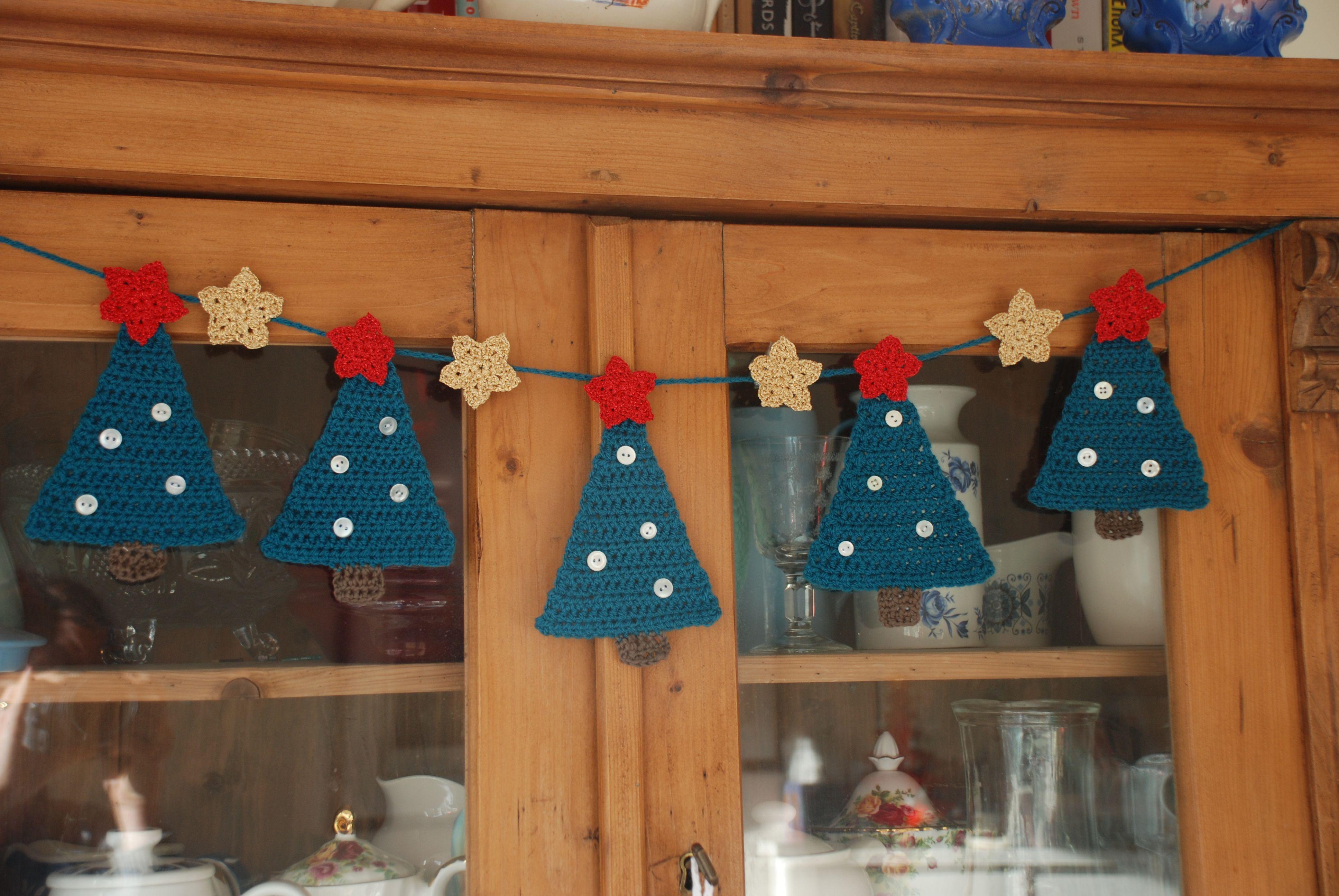Crochet Christmas Tree Bunting - free pattern