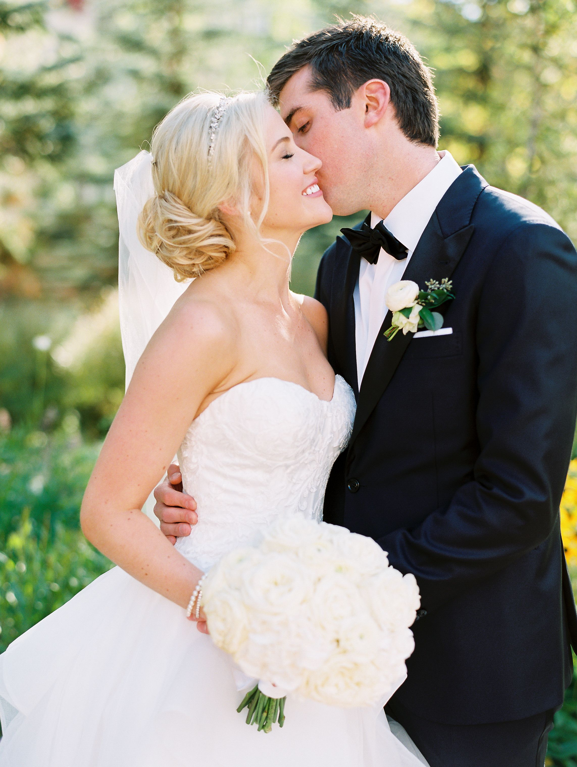 chic vail colorado mountain wedding bride & groom | planning