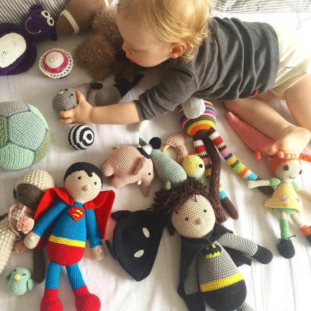 Prøvede at tage et billede af ungernes legetøj  #legetøj #hækletlegetøj #hæklet #hækle #amigurumi #crochet #crochettoy #lilledreng #diy by stine.bohn