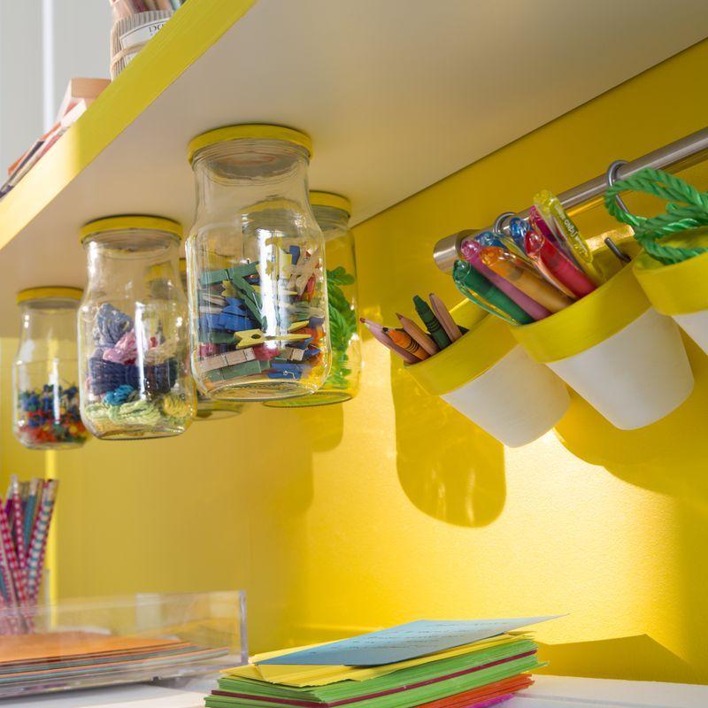 id e d co toute en jaune avec ces bocaux pour cr er des rangements de bureau originaux d co. Black Bedroom Furniture Sets. Home Design Ideas