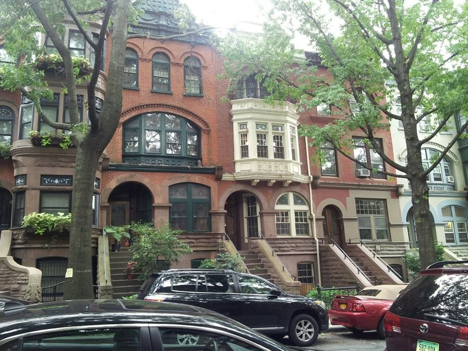 Love that old Brooklyn architecture!!