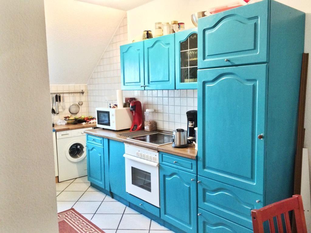 Supercoole Kuche In Blauer Farbe Mit Arbeitsplatte In Holzoptik Wg