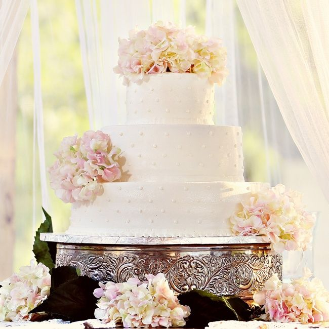 Round swiss dot wedding cake with fresh hydrangeas | | Bray Danielle Photography | Cake: Clark Robertson