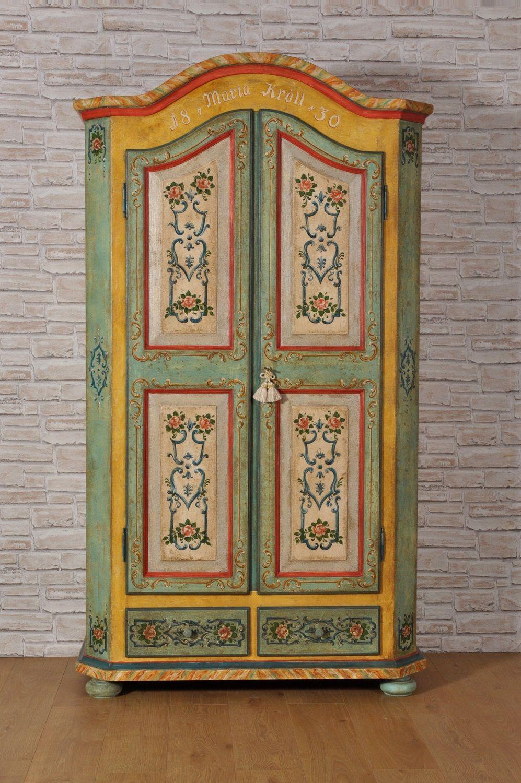 Armadio decorato a mano a 2 ante e 2 cassetti con cimasa for Arredamento stile tirolese