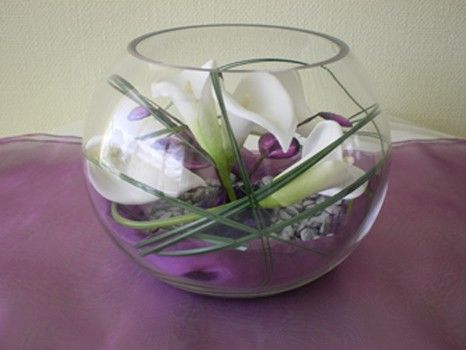 Modern centrepiece goldfish bowl featuring entwined calla lilies with bear grass. The bottom of the & Modern centrepiece goldfish bowl featuring entwined calla lilies ...