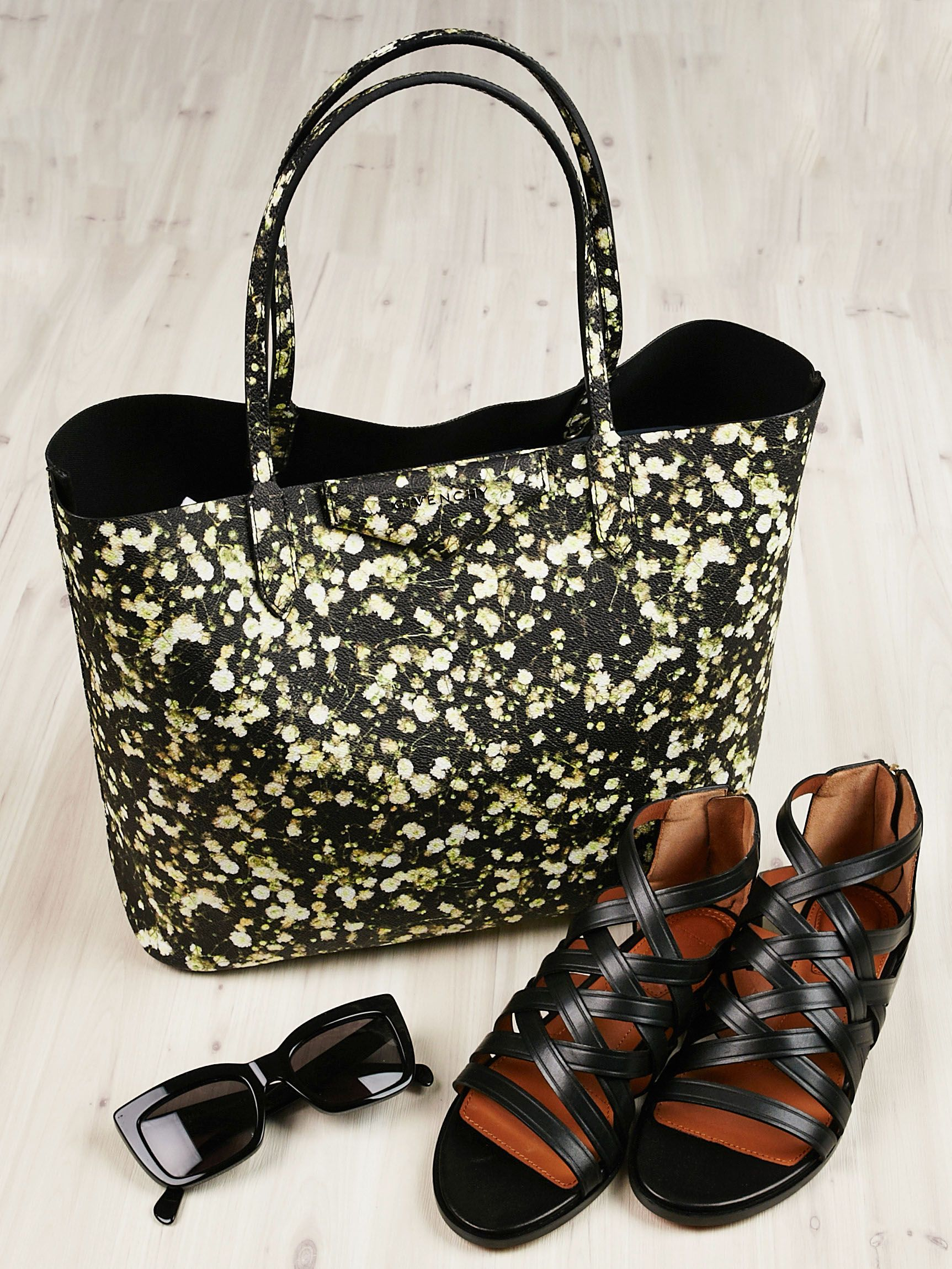 004c7e6734 This Givenchy Floral Antigona Tote pairs perfectly with summer essentials.  - Yoogi s Closet