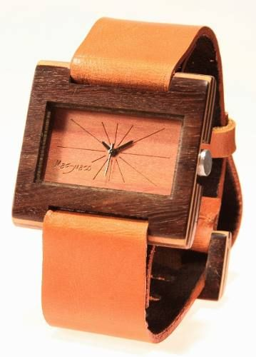 Reloj de pulso en madera marca Maguaco RM007. Maderas: Abano Sinuano y Carreto Guajiro. $170.000 COP