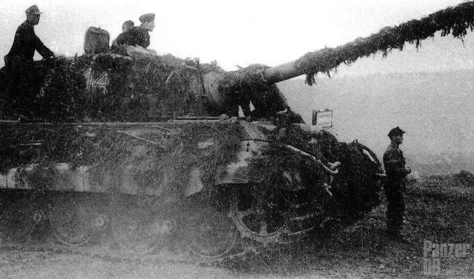 "Panzerkampfwagen Tiger (8,8 cm L/71) (Sd.Kfz. 182) Ausf. B (Nr. ?14) Tiger II from s.Pz.Abt. 506 during "" Wacht am Rhein "" - December 1944"