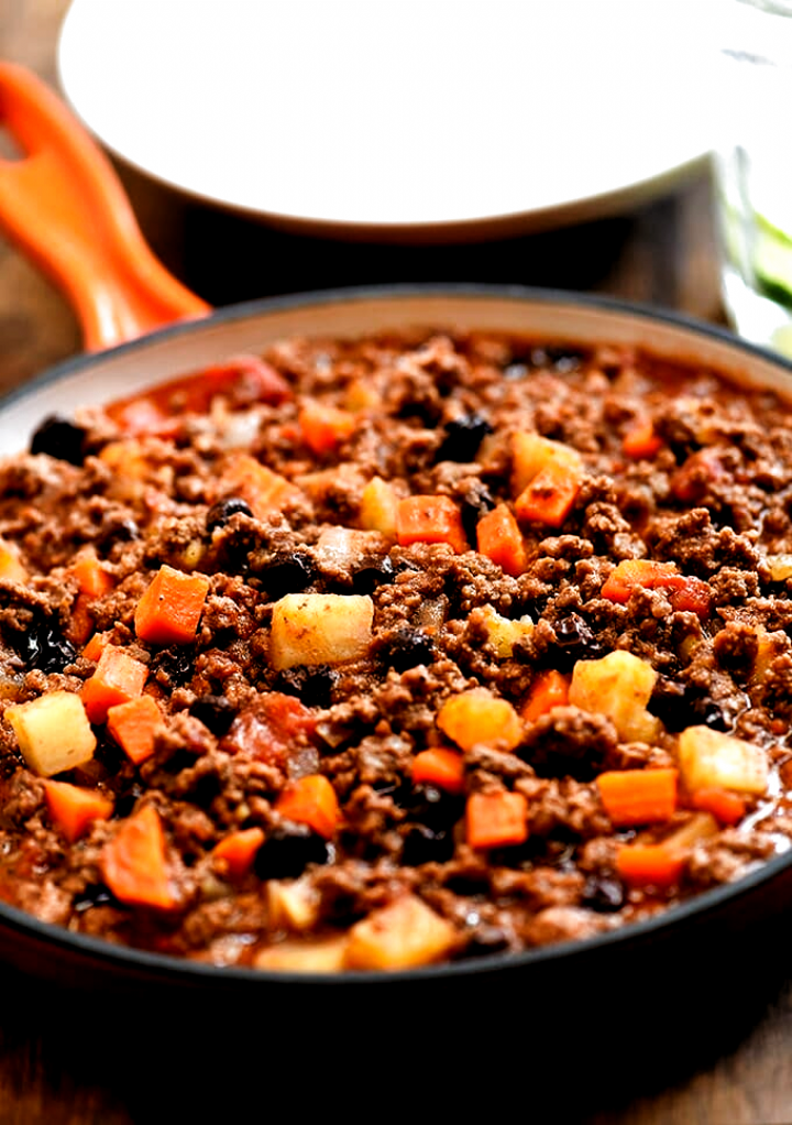 Filipino Style Picadillo With Two Delicious Versions With Ground Beef And Potatoes Cooked In To In 2020 Picadillo Ground Beef And Potatoes Ground Beef Filipino Recipe
