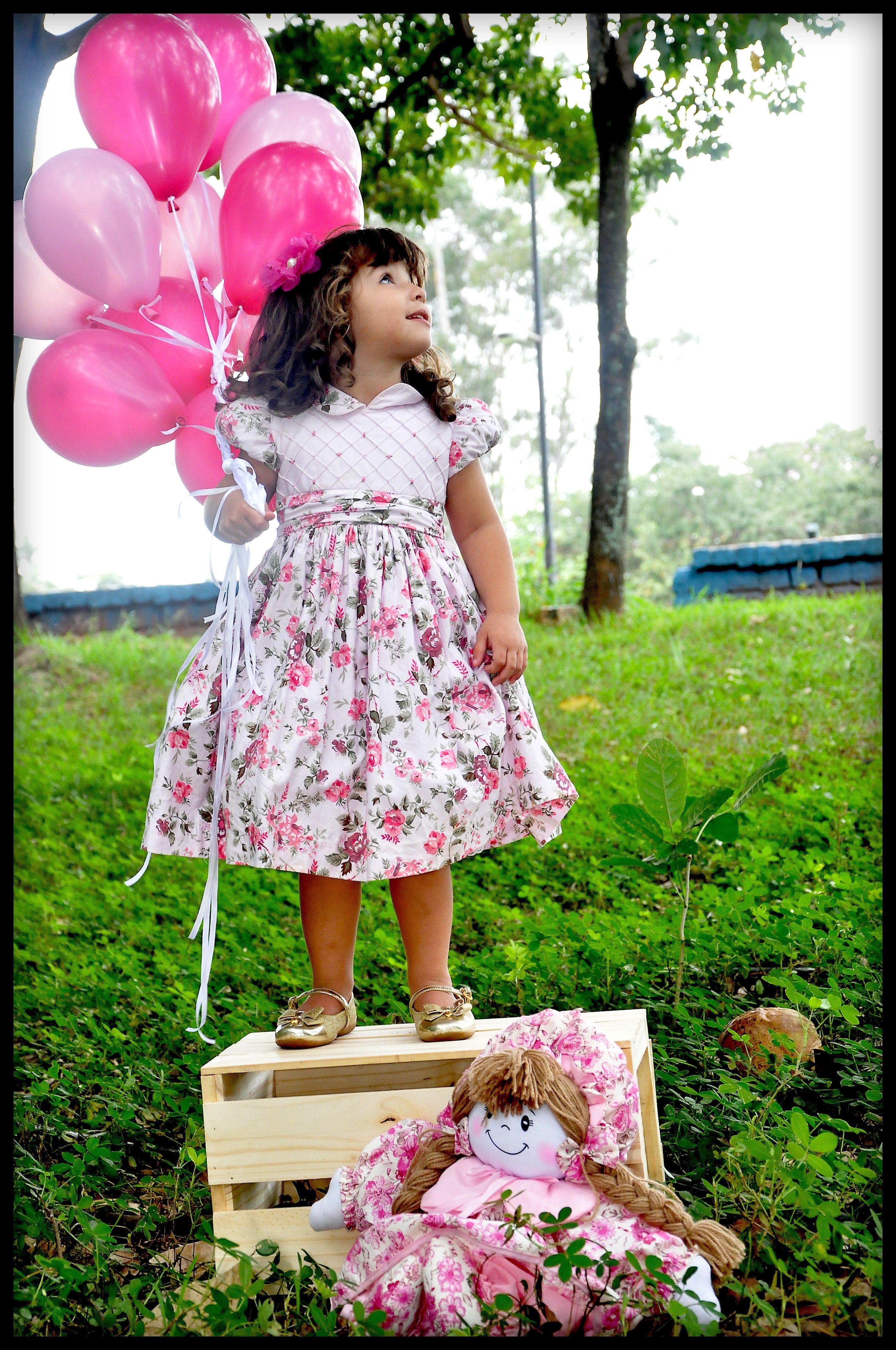 ensaios externos infantil feminino balões boneca caixa de feiraensaios externos infantil feminino balões boneca caixa de feira