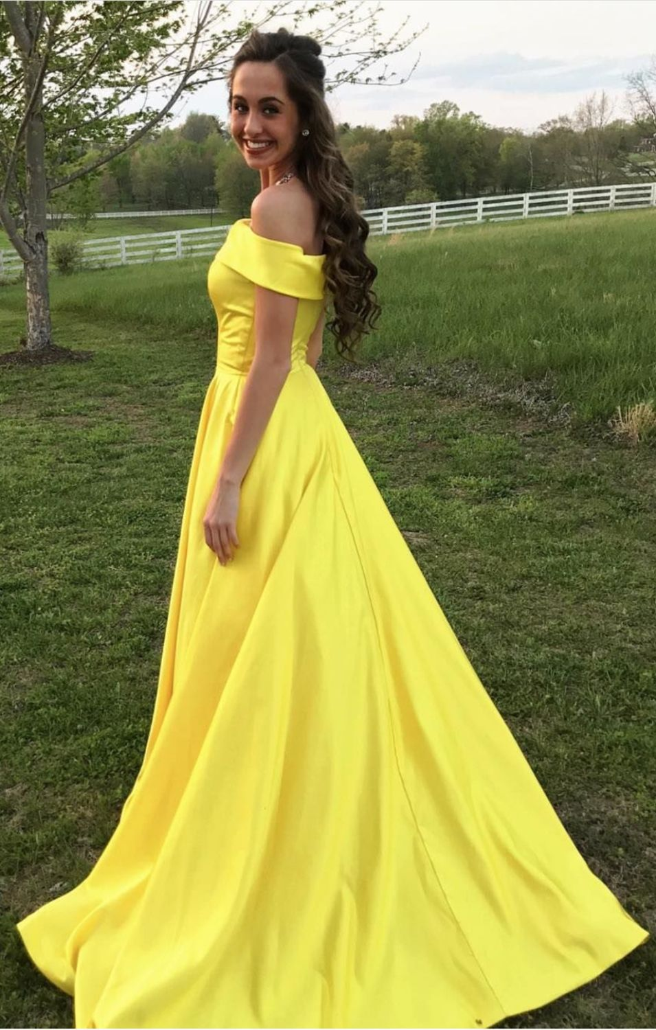 Yellow beautiful prom dresses photo recommend to wear for autumn in 2019