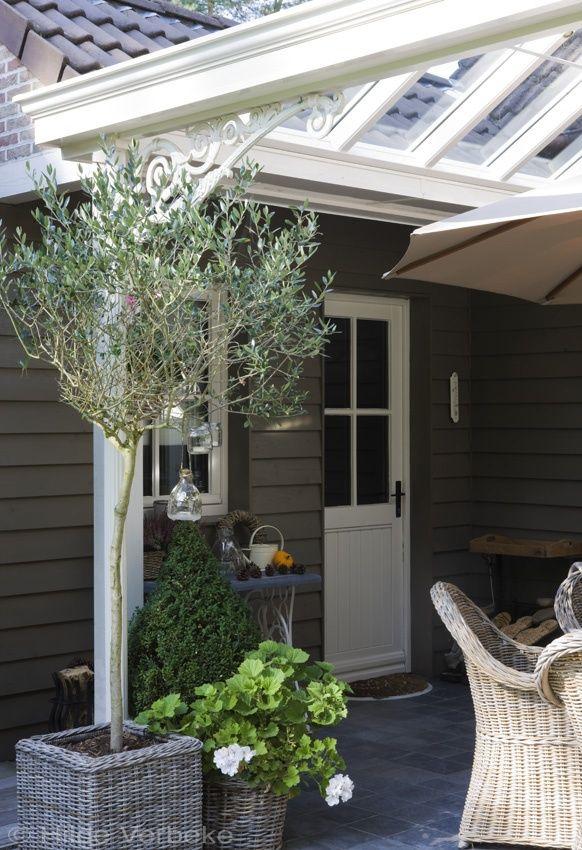 Leefveranda met prachtig landelijk interieur met zicht op engelse tuin de mooiste veranda 39 s - Buitenkant terras design ...