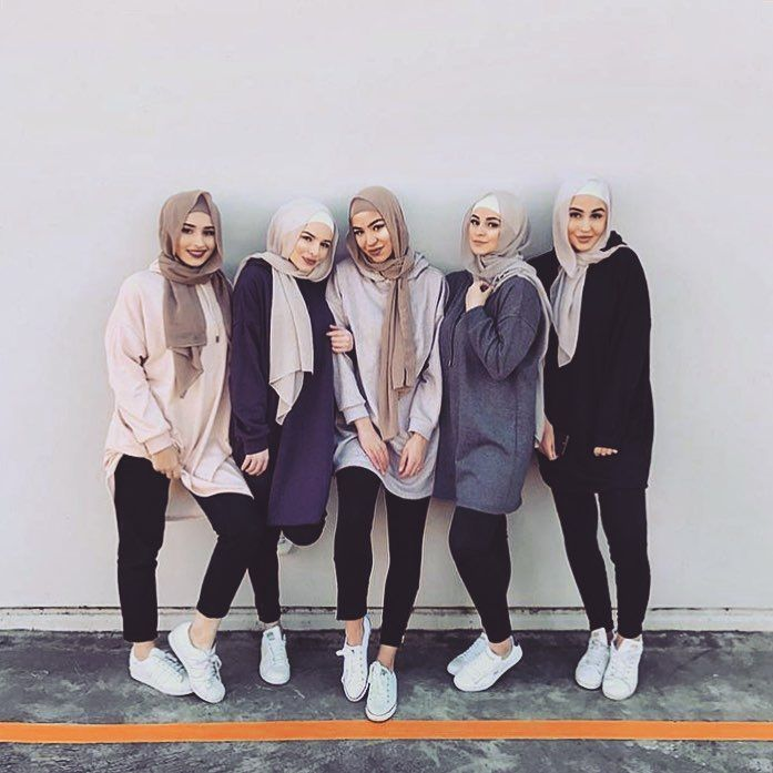 4 295 Likes 21 Comments Chic Hijab Chichijab On Instagram Squad Goals Photo Credit Nawalsari Chichijab Kasual Gaya Jalanan Model Pakaian Muslim