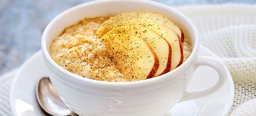 Näin valmistat herkullisen tuorepuuron, jossa maistuvat kaneli ja omena.