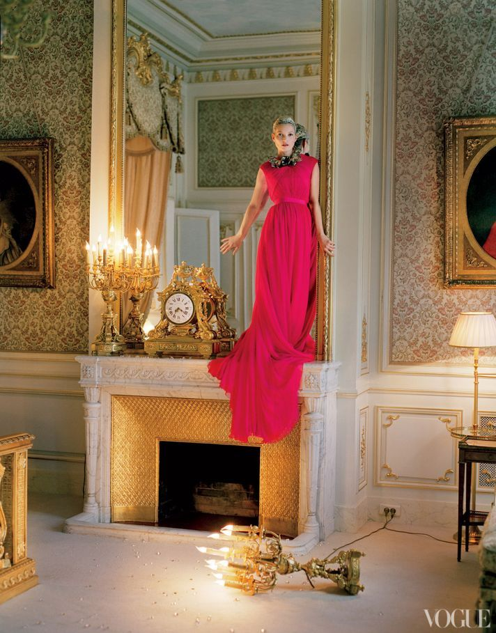Giambattista Valli Haute Couture Silk Dress And Necklace Kate Moss Photographed At The Ritz Paris By Tim Walker For Vogue April 2012