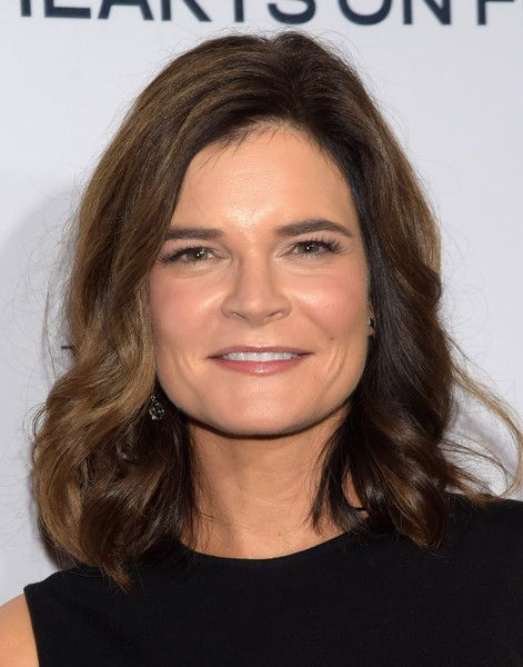 Betsy Brandt Medium Wavy Cut - Shoulder Length Hairstyles Lookbook - StyleBistro