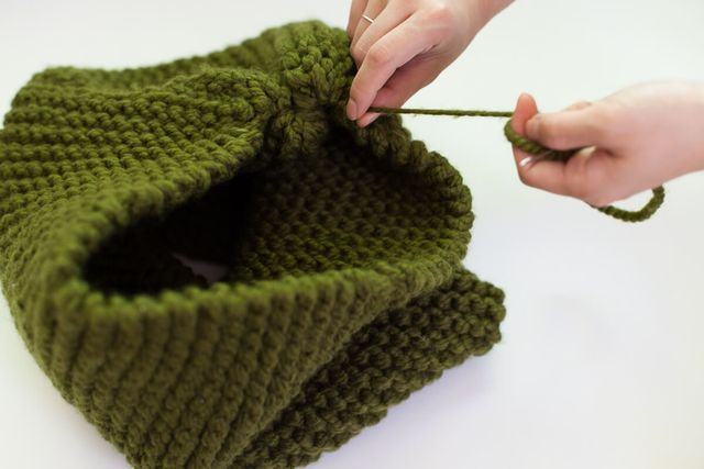 Make Your Own Knit Cat Bed (A Beautiful Mess)   Knitted ...