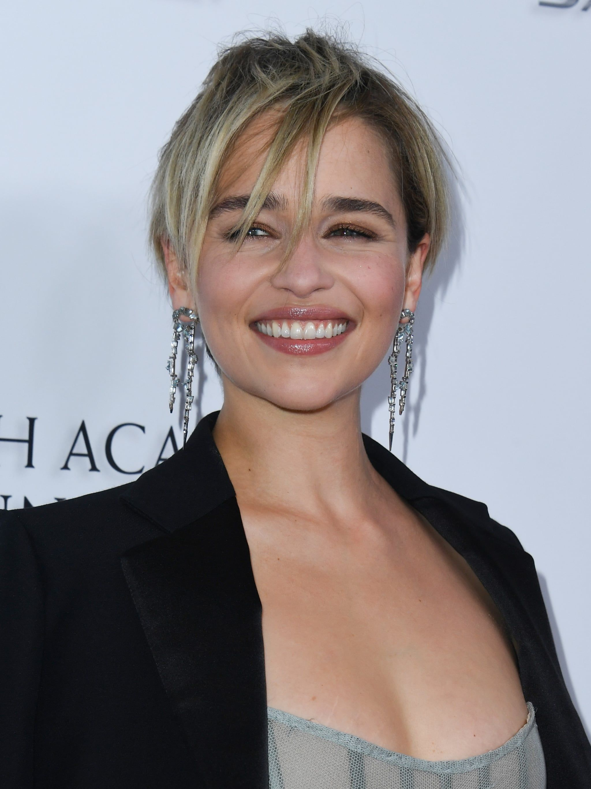 Emilia Clarke Kept It Real With Her Latest Makeup Look She Was Sick As A Dog
