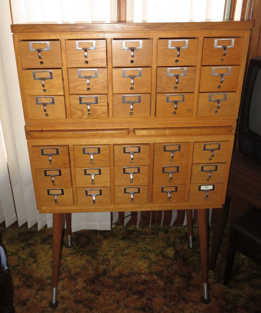 Merveilleux Antique 30 Drawer Oak Library Card File Cabinet  2 Pull Out Shelves    Dovetailed