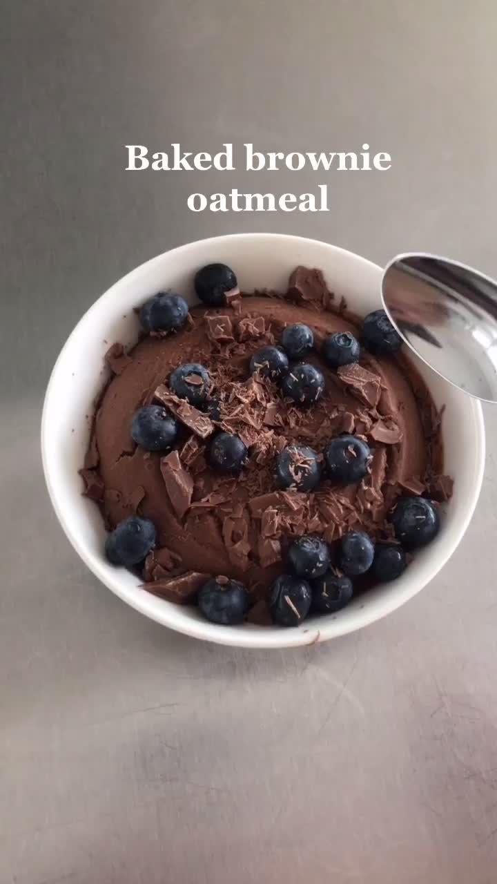 Baked brownie oatmeal! Recipe by me! Oppskrift på norsk: matbloggerne.com #foryoupage #xyzbca #foodtok #oatmeal #recipe #thebakeaholic