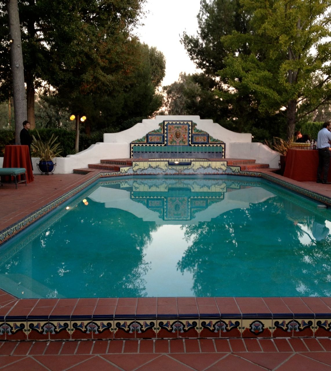 Colorful love the shape of the back wall tile style pinterest spanish colonial pool for What is swimming pool in spanish