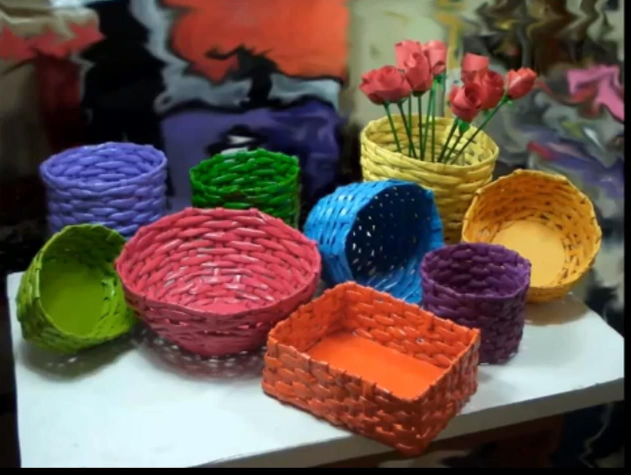 cestas hechas de periodico