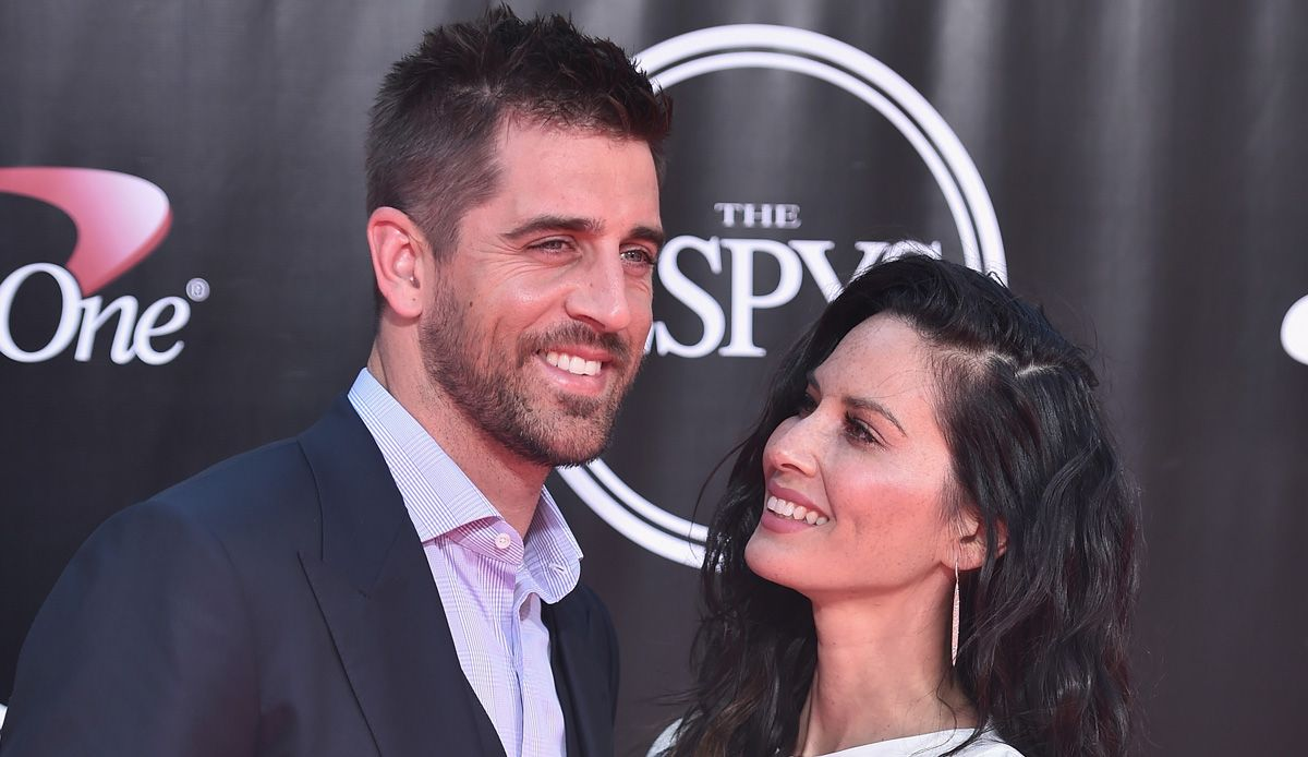 Aaron Rodgers Amp Girlfriend Olivia Munn Are Such A Cute Couple Aaron Rodgers Family