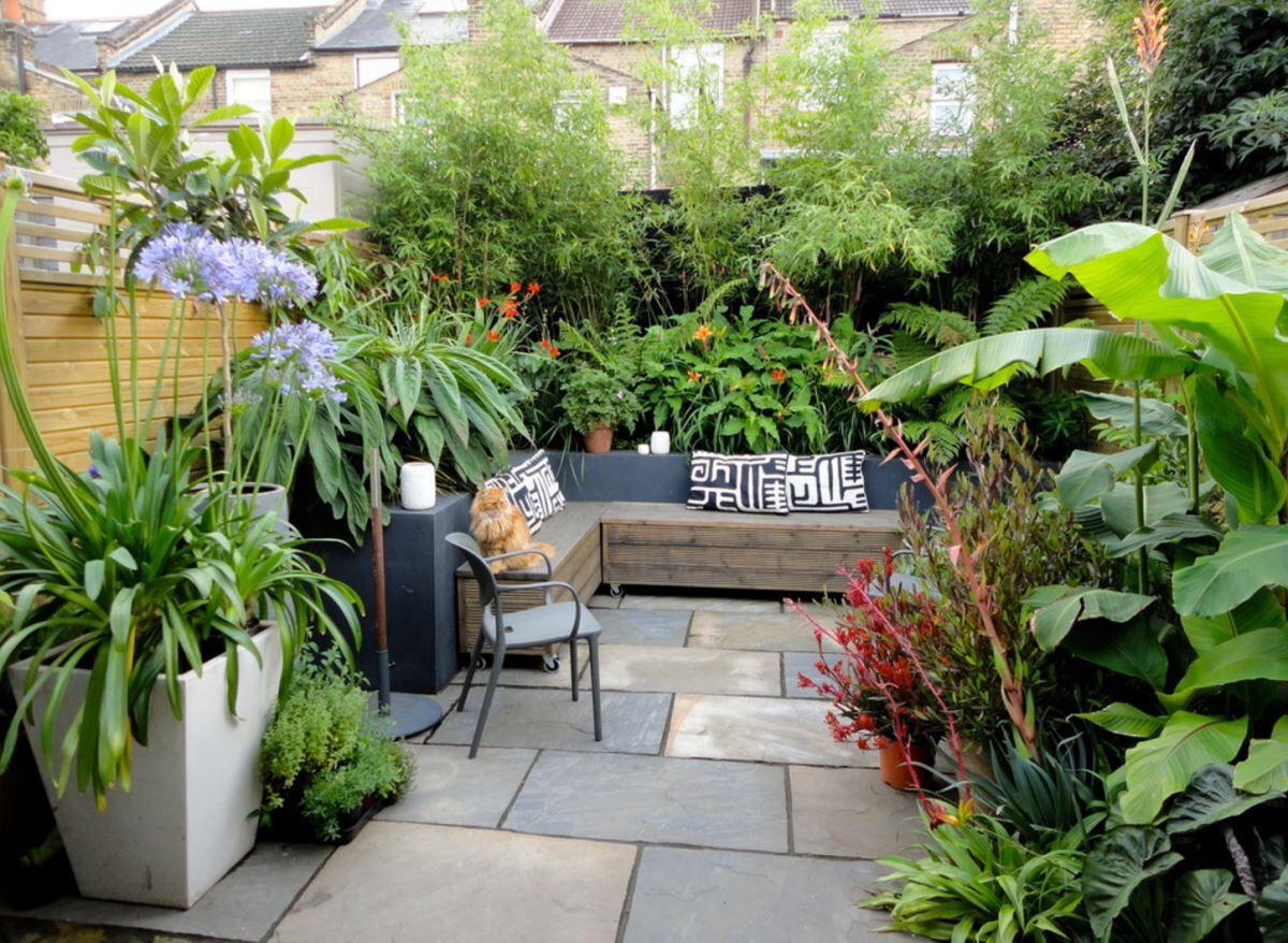 Transform Your Yard Into A Garden Oasis Small Courtyard Gardens Courtyard Gardens Design Small Garden Design