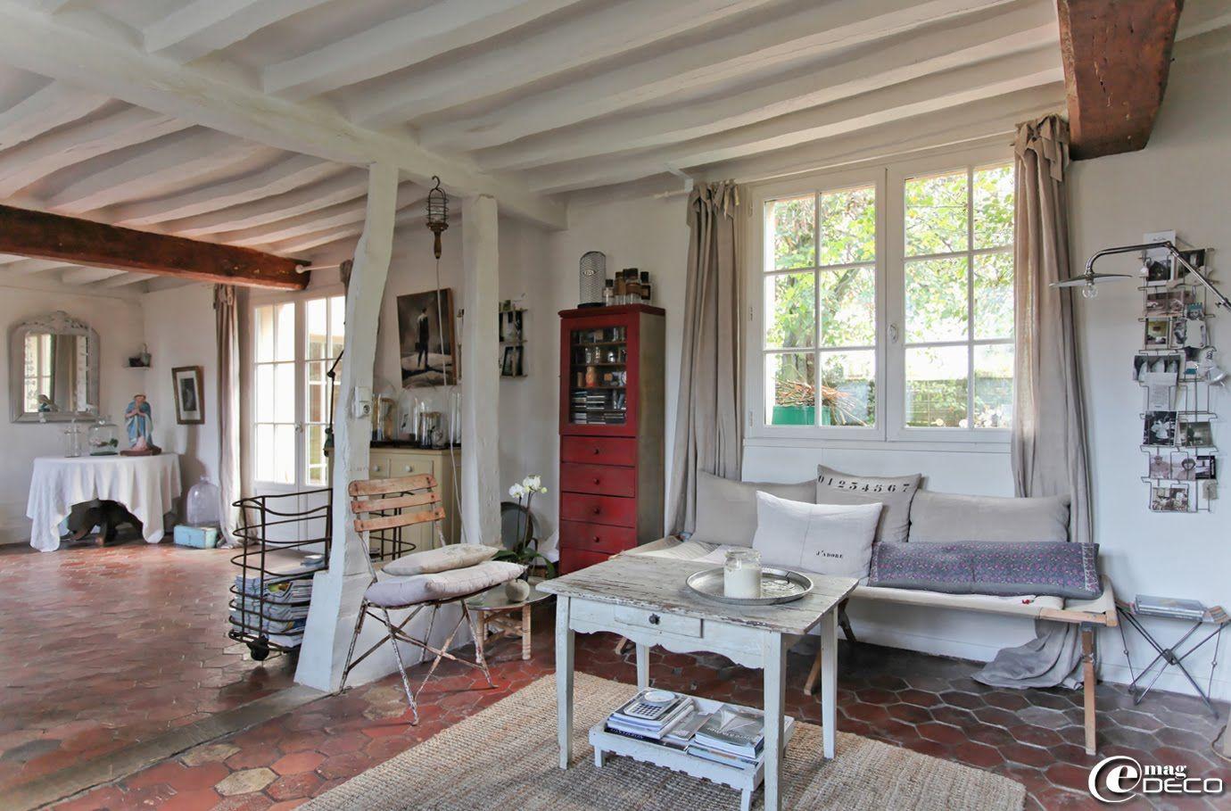 La pi ce vivre de la maison d 39 h tes l 39 picerie du pape - Deco piece a vivre avec cuisine ouverte ...
