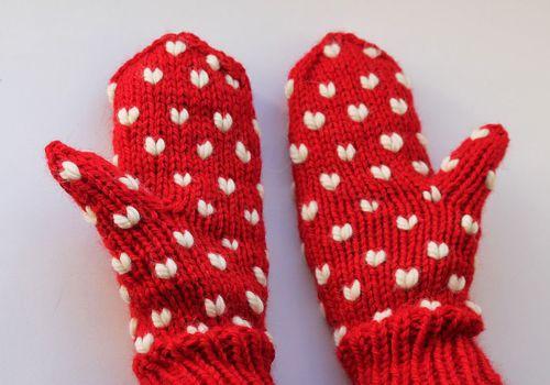 DIY-Anleitung: Herzchen-Handschuhe stricken via DaWanda.com ...