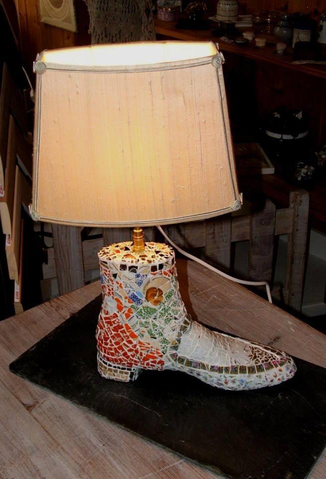 Abat Jour Doupion De Soie Colle Sur Polyphane Montage Sur Forme En Bois Ancienne Recouverte De Mosaique Facon Picassiette Www A Mosaic Lamp Lamp Shade Lamp