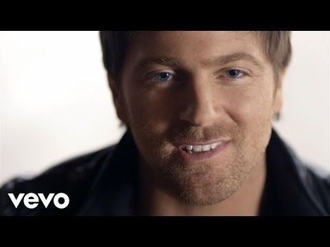 Listen To Hey Pretty Girl By Kip Moore And Find The Perfect Wedding Songs For Your Playlist Watch Music Video Read Lyrics