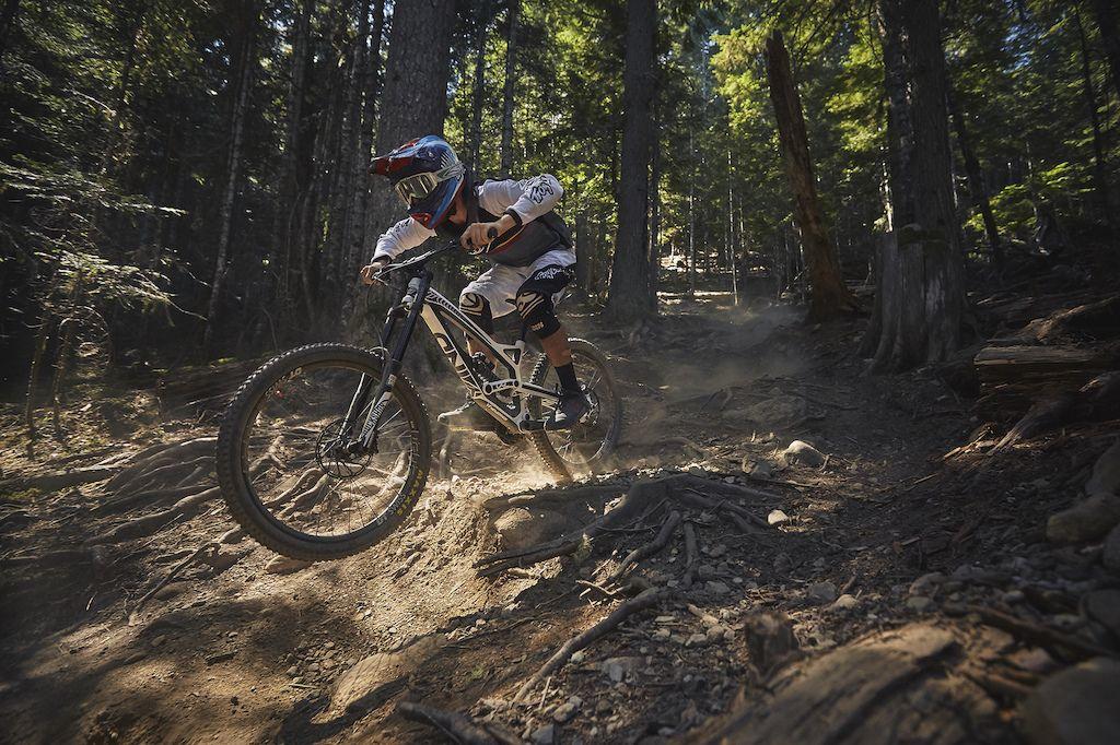 Review Yt Tues Cf Comp Bike Reviews Mountain Bike Reviews Mountain Bike Brands