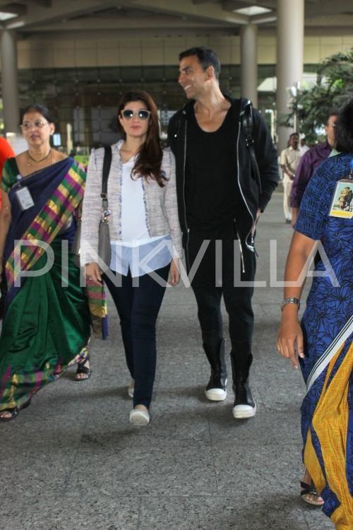 Akshay Kumar Twinkle Khanna Make A Stylish Appearance At The