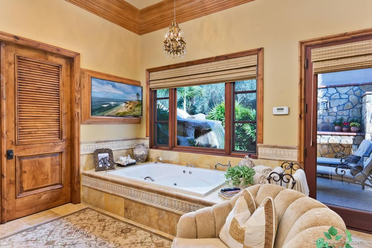 Love the waterfall outside of bath tub.  SDLookup.com   6314 El Apajo - MLS# 150002328 - Full Size Pictures