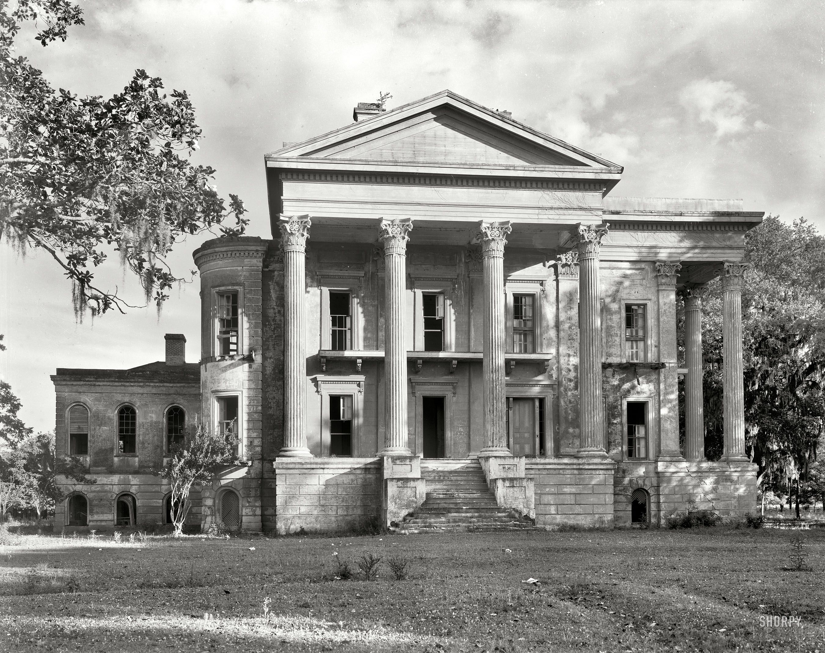 Slave plantations in the south throwback tuesday belle for Abandoned plantations in the south for sale