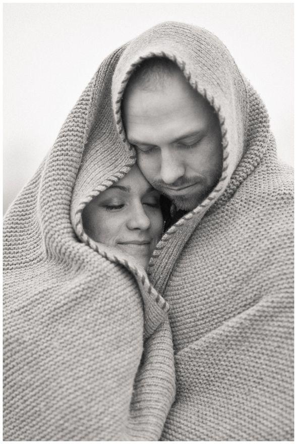 Resultado de imagem para couple wrapped in blanket