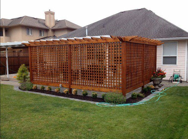 Patio privacy screens privacy fence ideas backyard design for Backyard patio privacy ideas