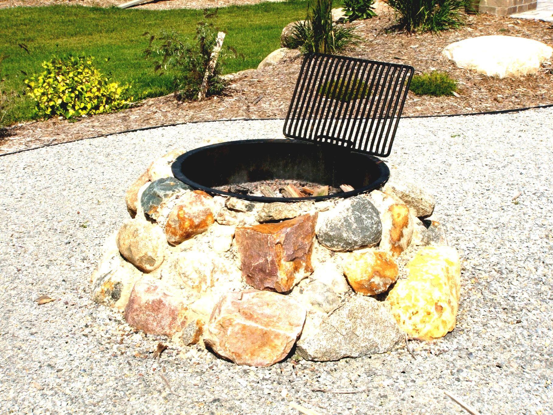 Genial Beton Feuerstelle Ideen Wie Steine Hinzugefugt Holzauflage Gartendeko Homemade Fire Pit Diy Fire Pit Fire Pit Designs