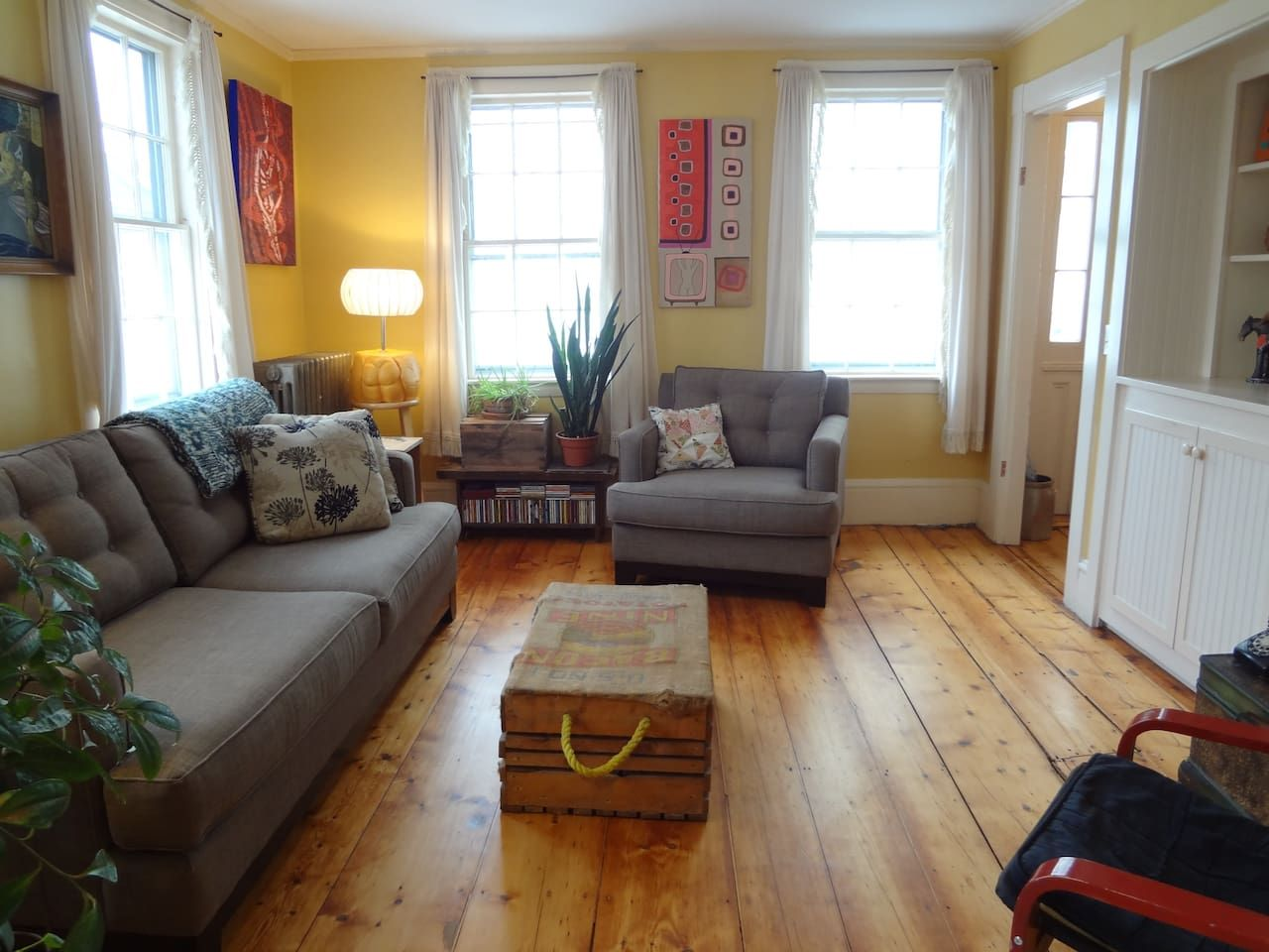 Bright, cozy West End apartment Apartments for Rent in