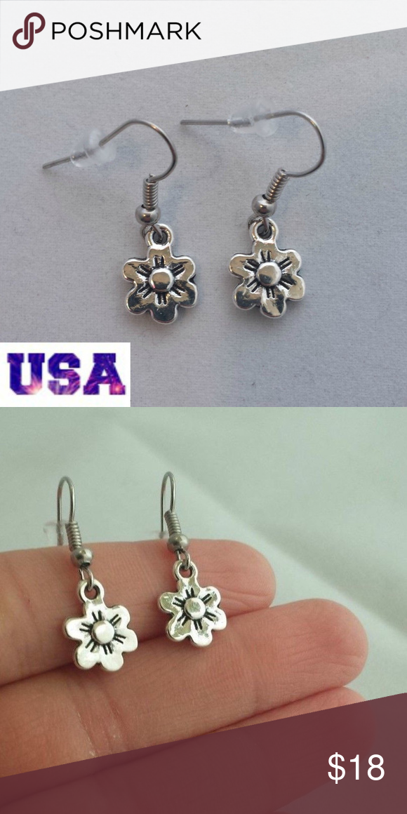 These Beautiful Retro Style Flower Earrings Are Made Of Tibetan Silver And On Hypoallergenic Hooks That Won T Hurt Your Ears They Brand New