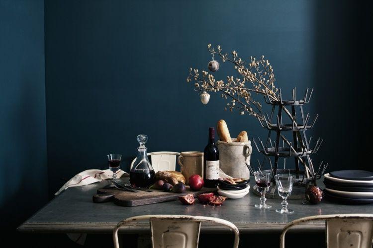 Wandfarbe Petrol, kombiniert mit silbernen Metallmöbeln | Room ...