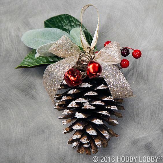 Wundersch ne diy weihnachtsdeko bastelideen mit tannenzapfen tannenzapfen baumschmuck und - Weihnachtsdeko mit tannenzapfen ...